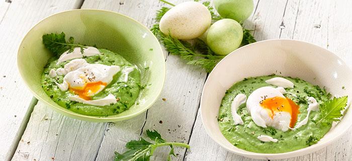 Rezepte zu Ostern: Pochiertes Ei auf Kohlrabi-Erbsenpüree