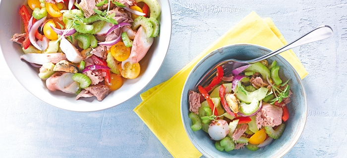 Sommerlicher Thunfisch-Meeresfrüchtesalat als Beilage zum Grillen
