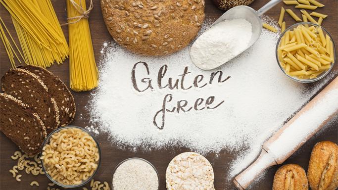 Auf diesem Bild sehen Sie verschiedene glutenhaltige Produkte wie z.B. Nudeln, Brot, Semmel und Mehl.